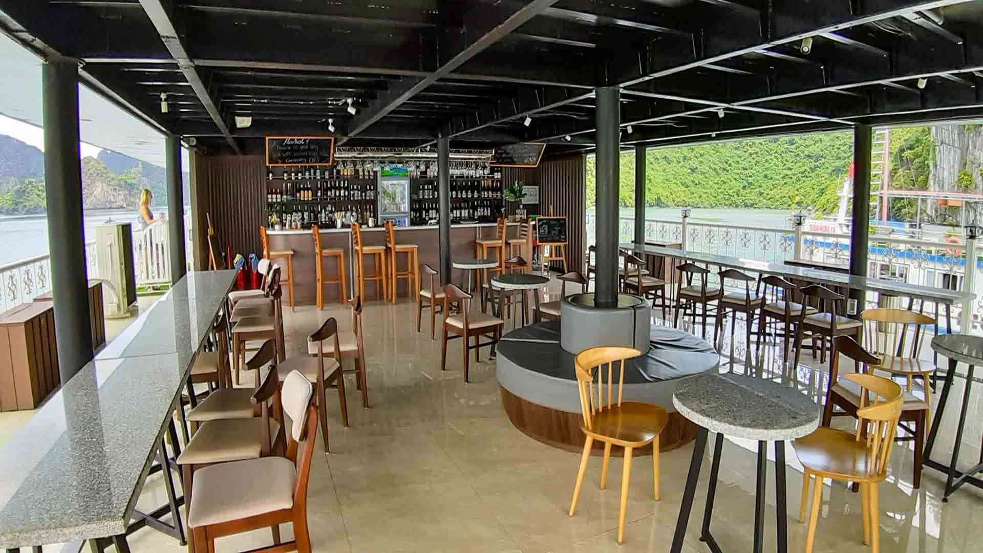 Unicharm Deck Bar